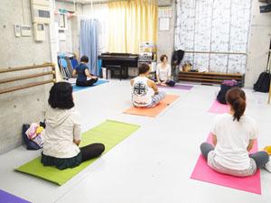 山梨甲府市 ヨガスクール ツナグヨガ 初回体験レッスン